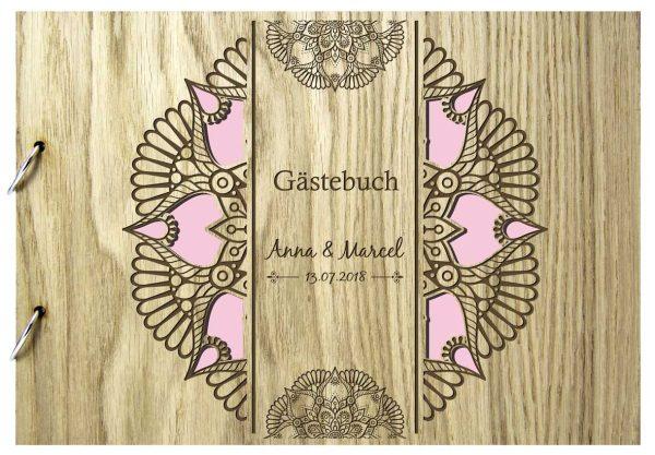 Rustikales Gästebuch aus Holz zur Hochzeit personalisiert Mandala
