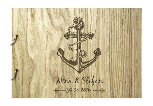 Rustikales Gästebuch aus Holz zur Hochzeit personalisiert Maritim Anker