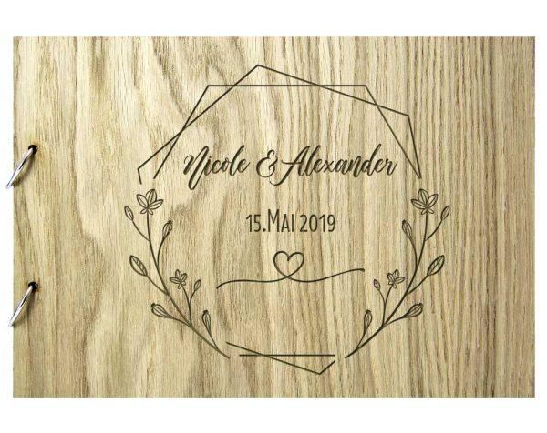 Rustikales Gästebuch aus Holz zur Hochzeit personalisiert Geografik