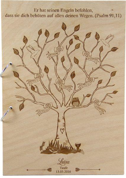 Rustikales Gästebuch aus Holz zur Taufe Motiv Baum Mädchen