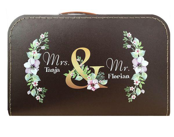 Koffer zur Hochzeit in braun mit Blumenkranz