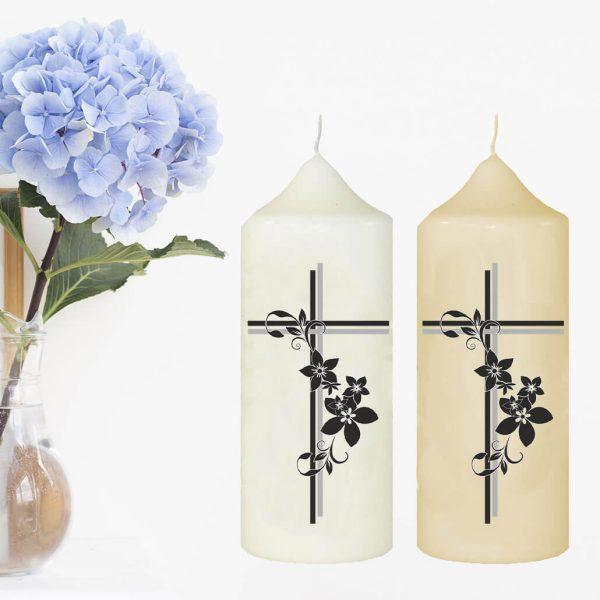 Wachskerze zum Gedenken Kreuz mit Blumen