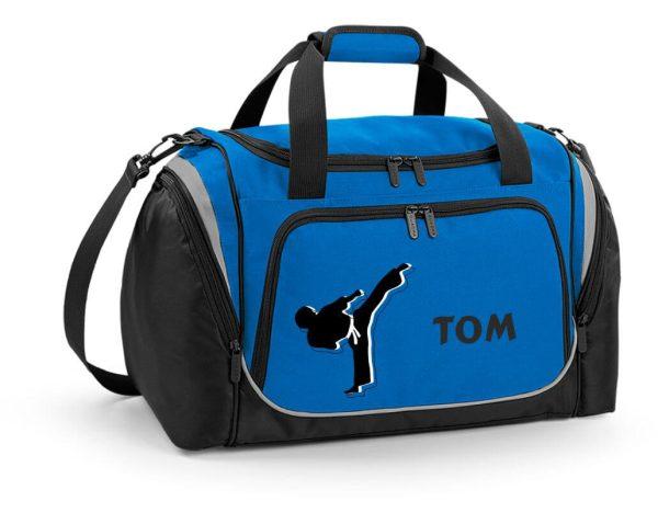 Sporttasche mit Feuchtfach in Sapphire Blau mit Name und Karate