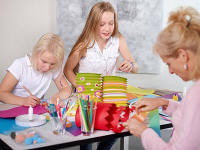 Kindergeburtstag-gestalten-Einladungskarten-basteln-Kinder-und-Eltern-selber-machen-kreativ