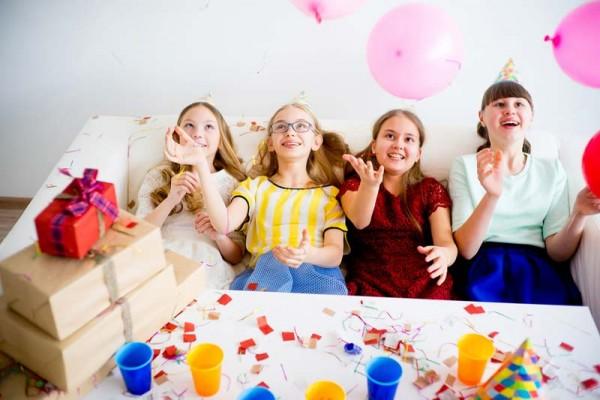 Kindergeburtstag-Geschenke-Ma-dchen-feier-fro-hlich-freudig-jugendzeit-party-la-cheln-box