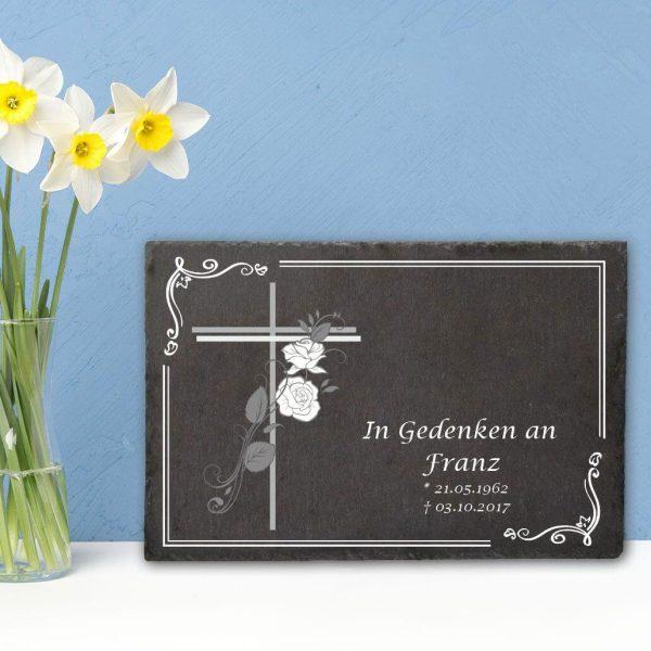 Gedenktafel Schieferplatte Kreuz mit Rosen