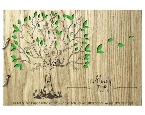 Rustikales Gästebuch aus Holz zur Taufe Motiv Baum Bunt